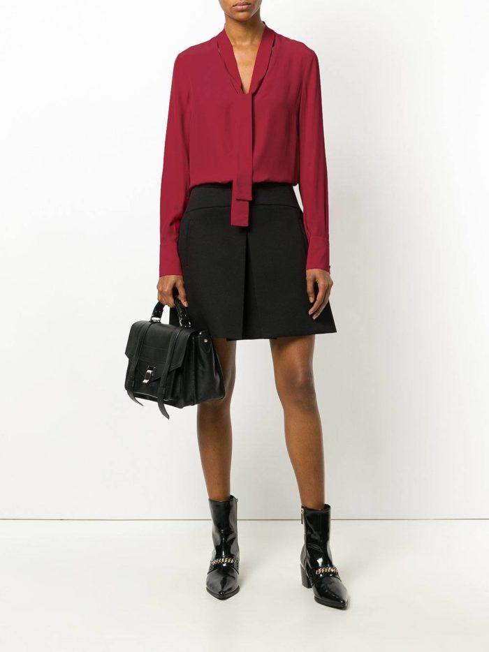 блуза с декором и черная юбка клеш