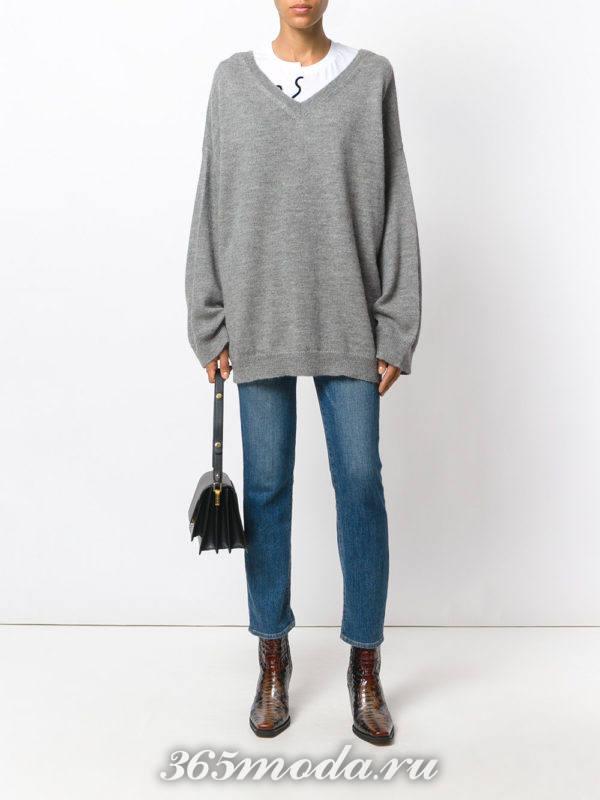 свитер оверсайз и укороченные джинсы