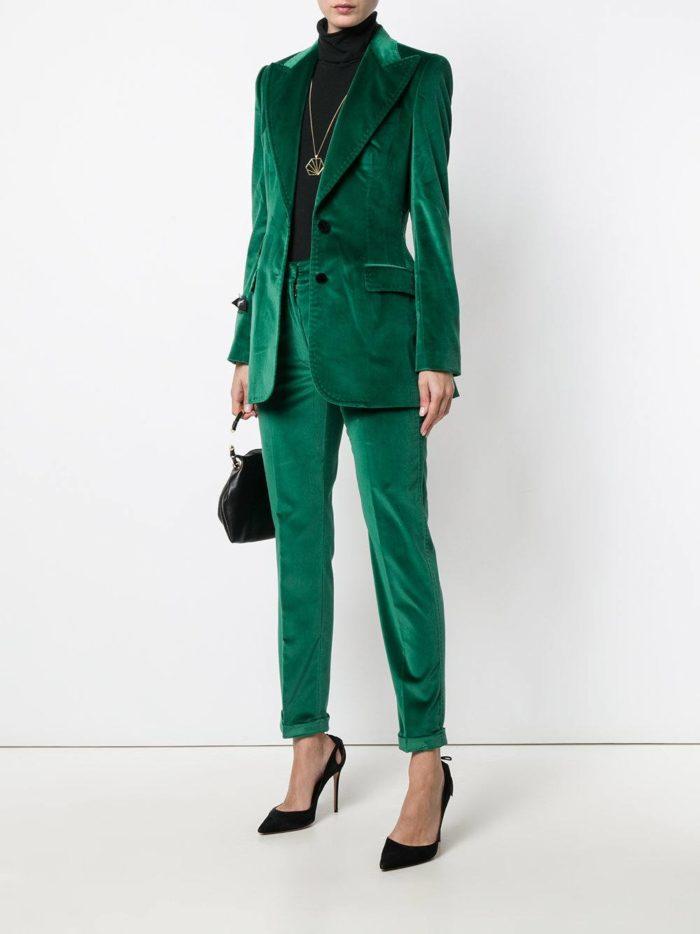 бархатный зеленый брючный костюм