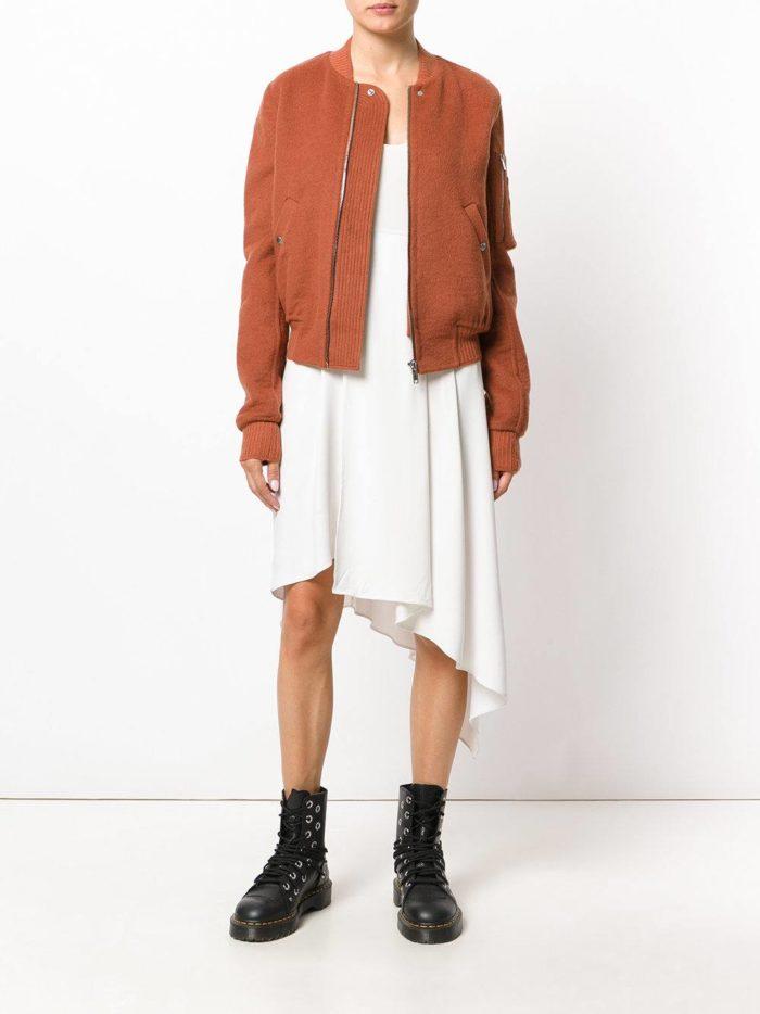 бомбер и асимметричная юбка