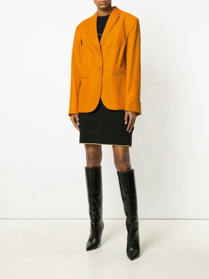 желтый пиджак и черная мини юбка