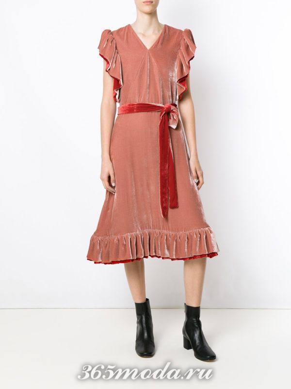 бархатное платье с оборками и поясом