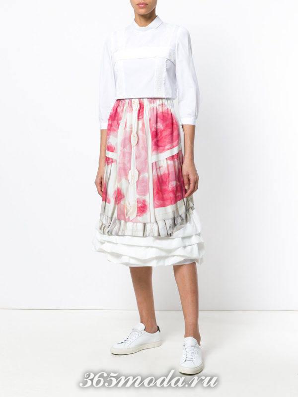 юбка миди с принтом и белая блуза весна лето