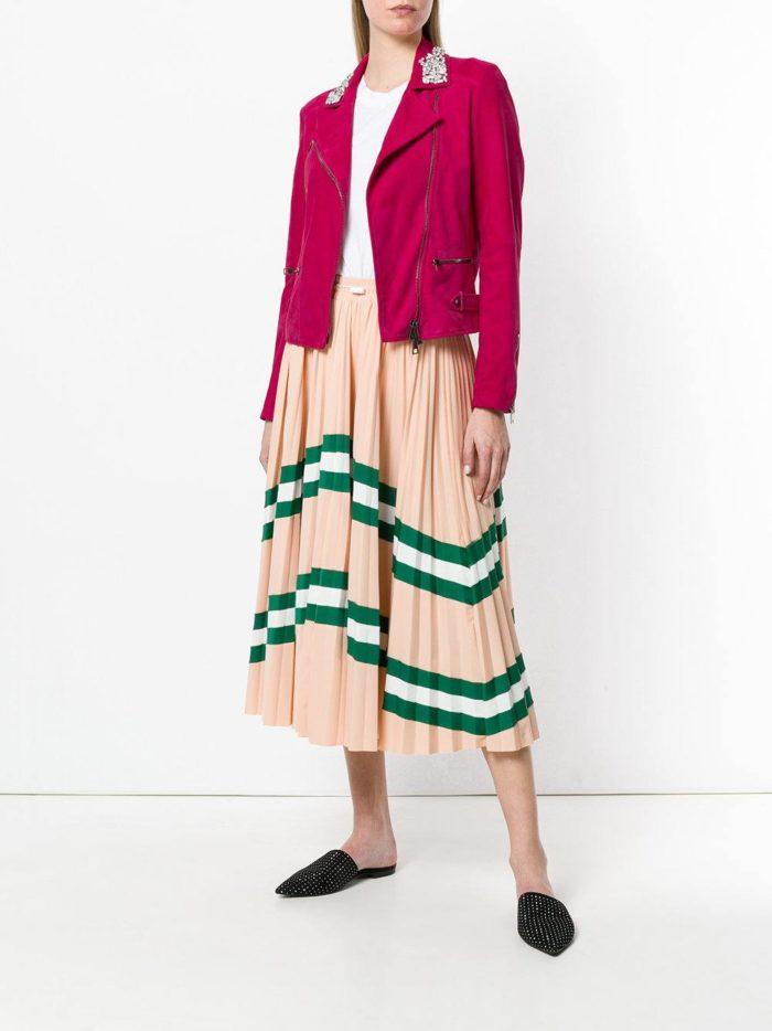 замшевая розовая куртка и юбка плиссе