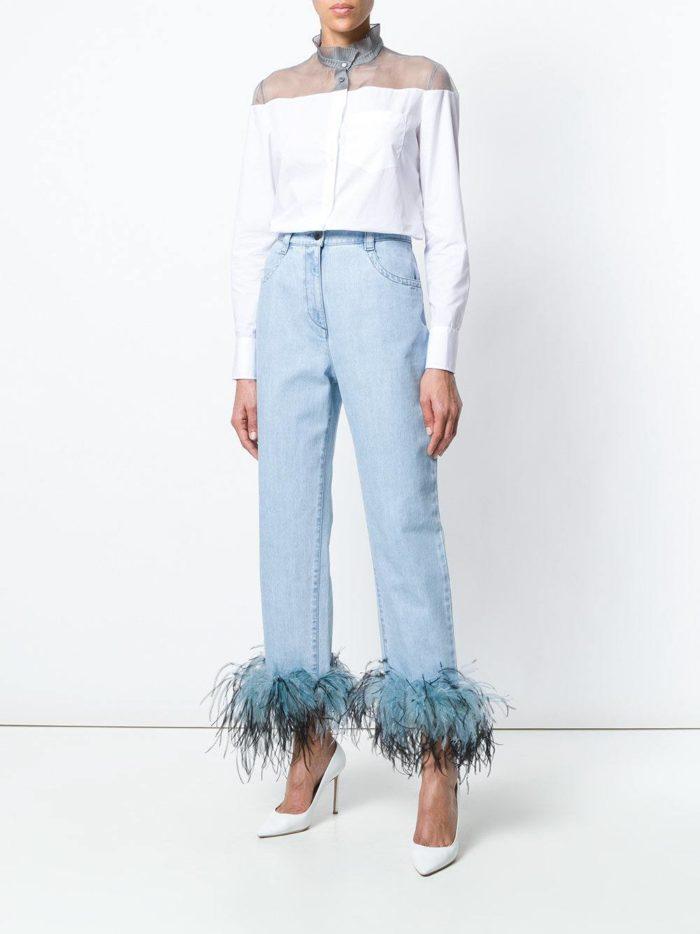джинсы с декором и белая блуза весна лето