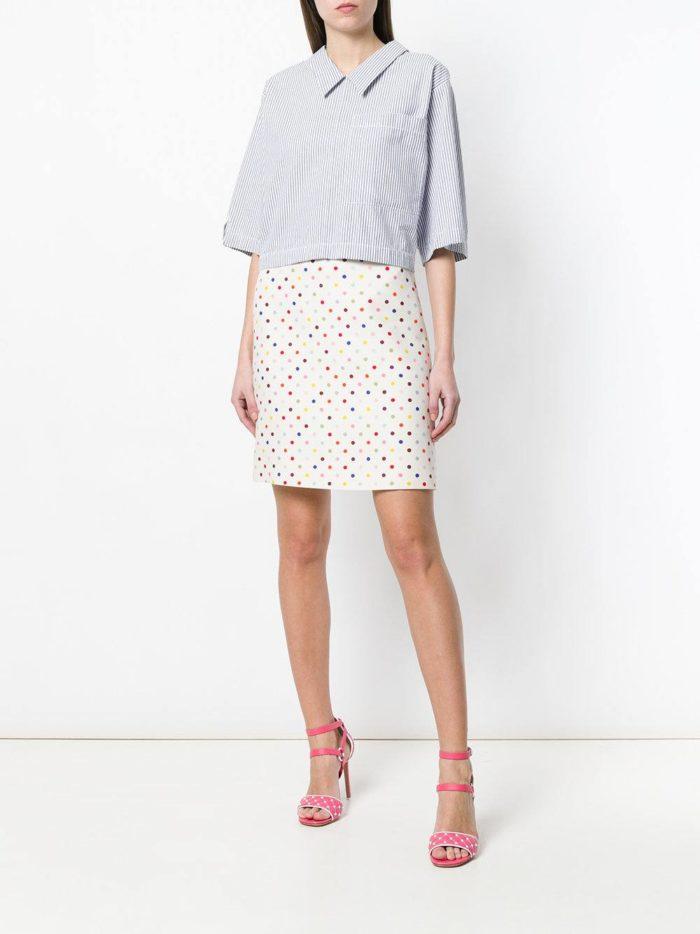 юбка мини с принтом и футболка весна лето