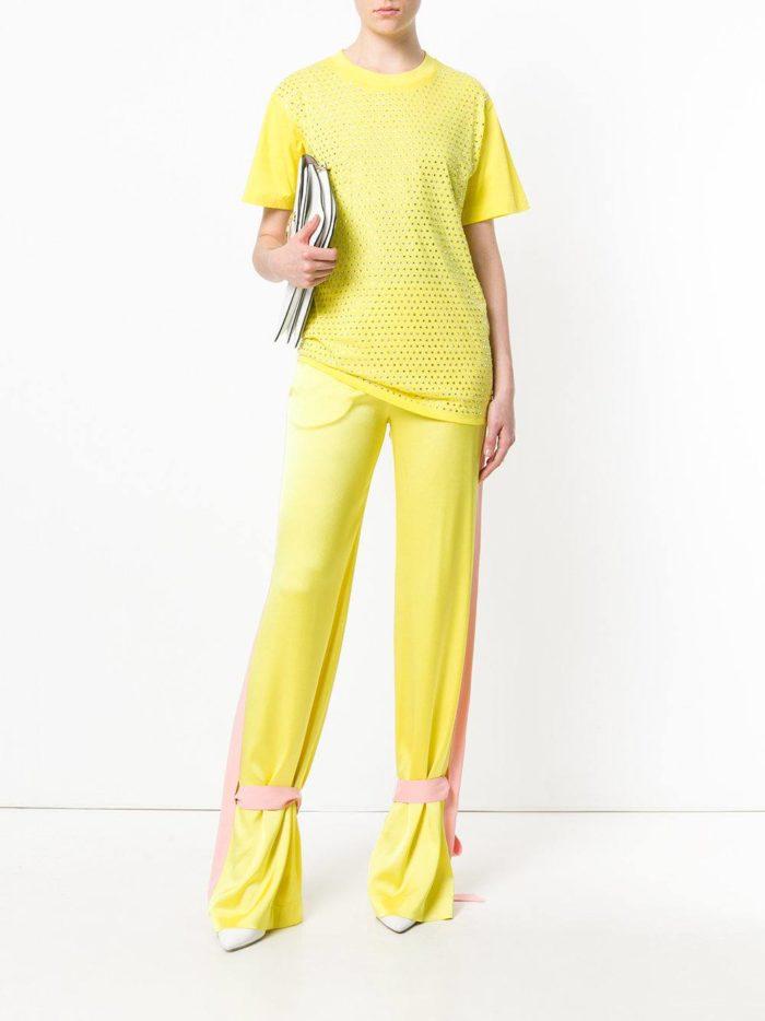 желтый брючный костюм весна лето
