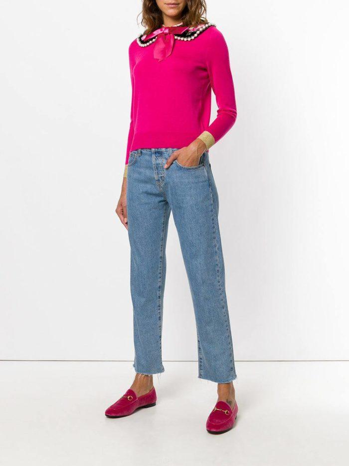 синие джинсы и кардиган фуксия весна лето