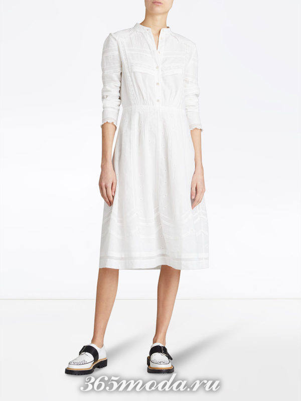 белое платье-рубашка с декором