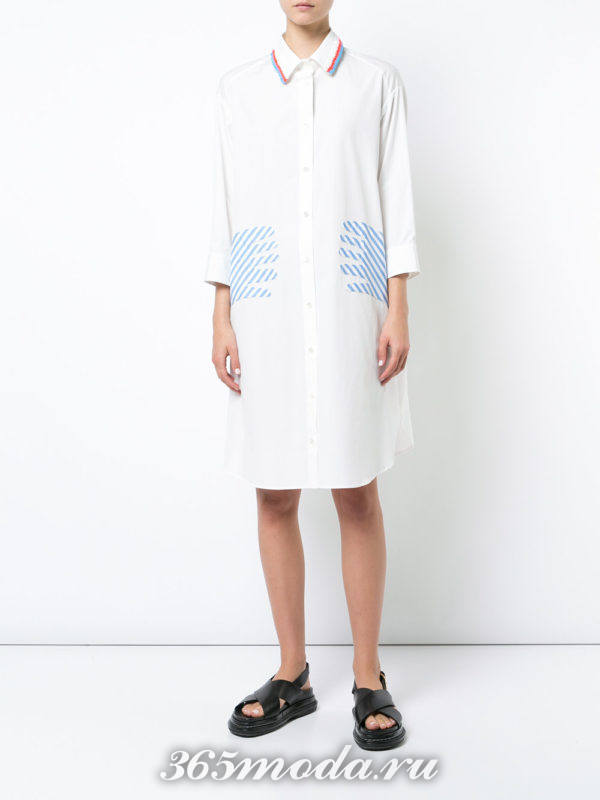 белое платье-рубашка с накладными карманами