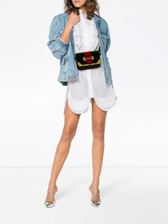белое мини платье-рубашка с поясом и декором