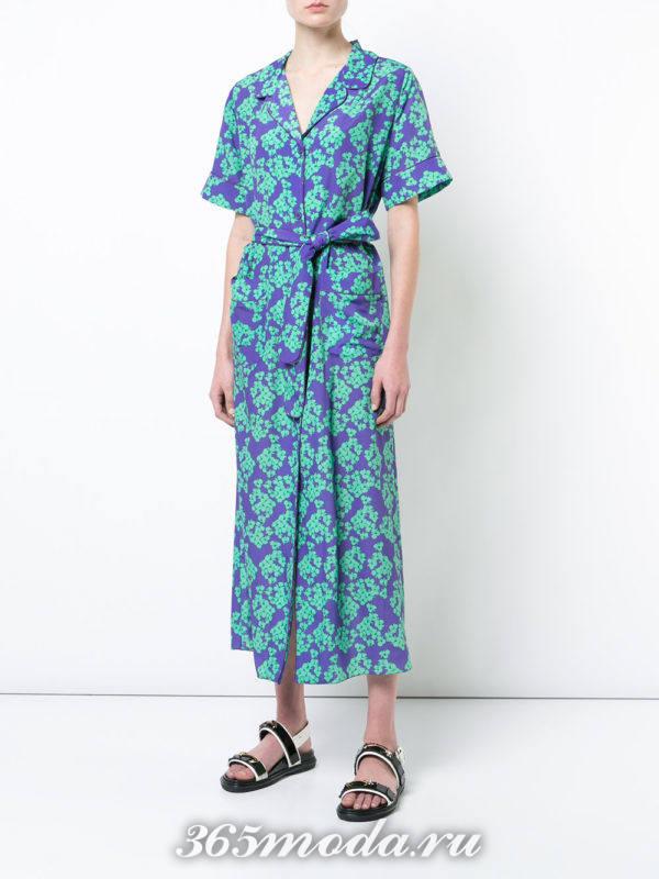синее миди платье с принтом и короткими рукавами