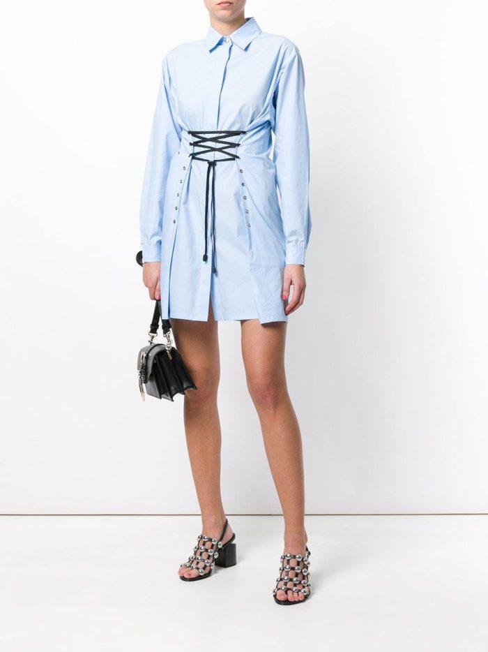 голубое платье-рубашка со шнуровкой