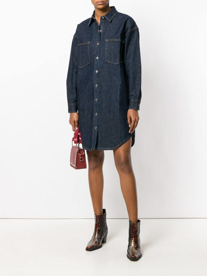 темное платье-рубашка на пуговицах