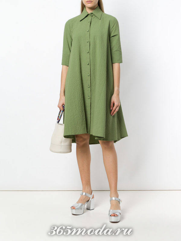 оливковое свободное платье-рубашка