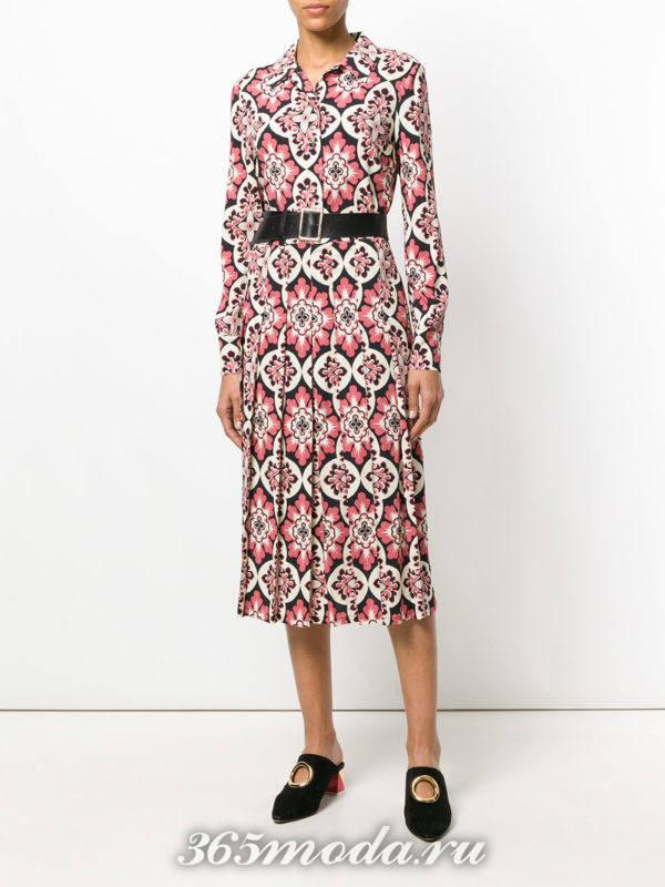 платье-рубашка с геометрическим принтом и поясом