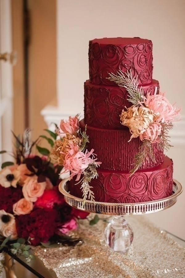 свадебный торт марсала декорированный цветами