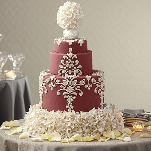 свадебный торт марсала с белым декором