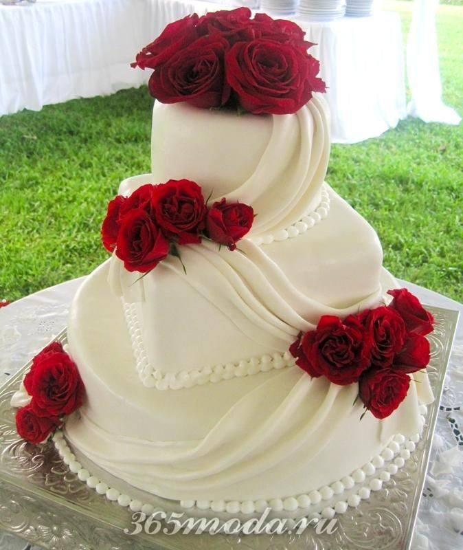 свадебный торт с цветами марсала