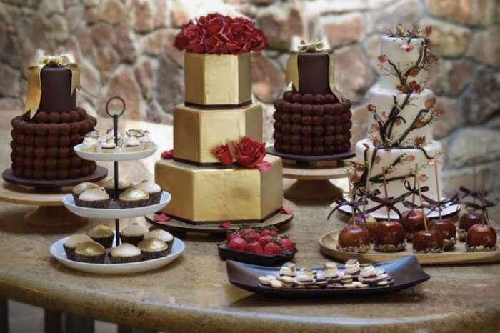 свадебный торт марсала и золото