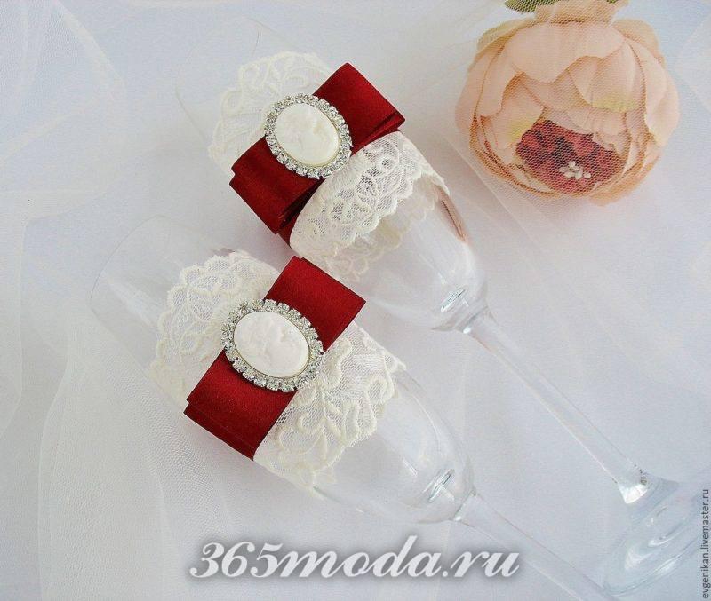 свадебные бокалы с бантиками марсала