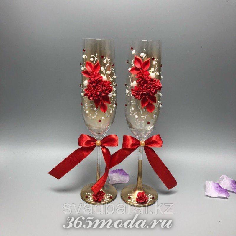 свадебные бокалы с цветами марсала