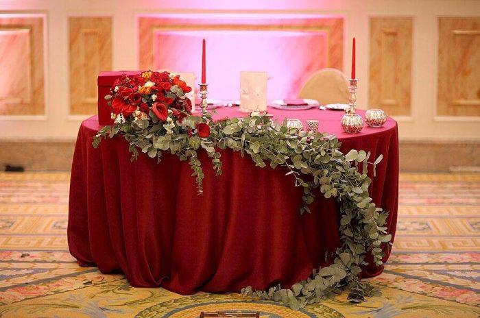 свадьба марсала декорация растениями
