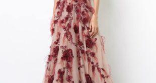свадебное платье с украшением марсала