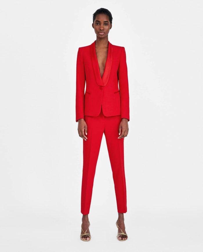мода в женской одежде: красный костюм