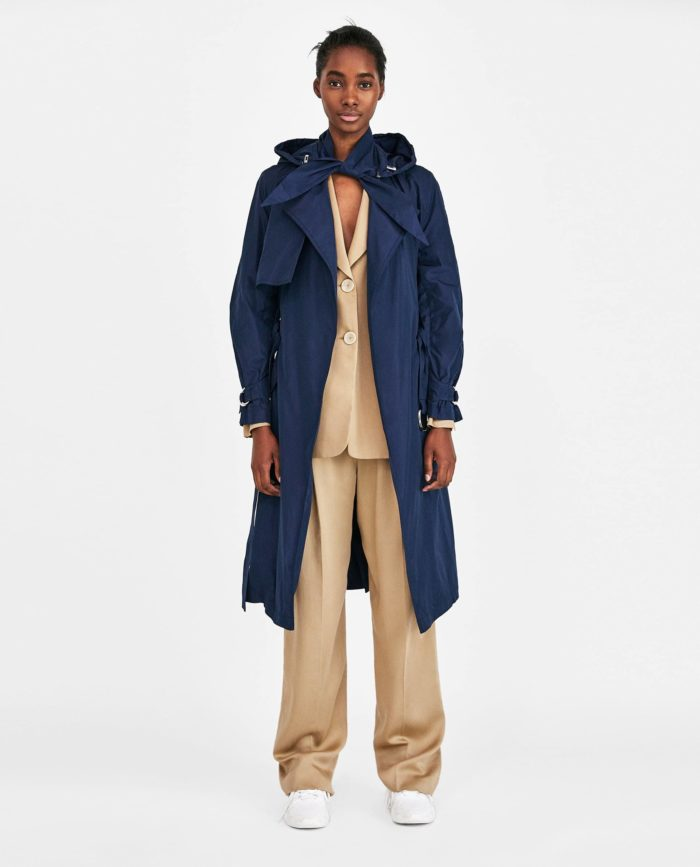 мода 2019-2020 года в женской одежде: синее пальто