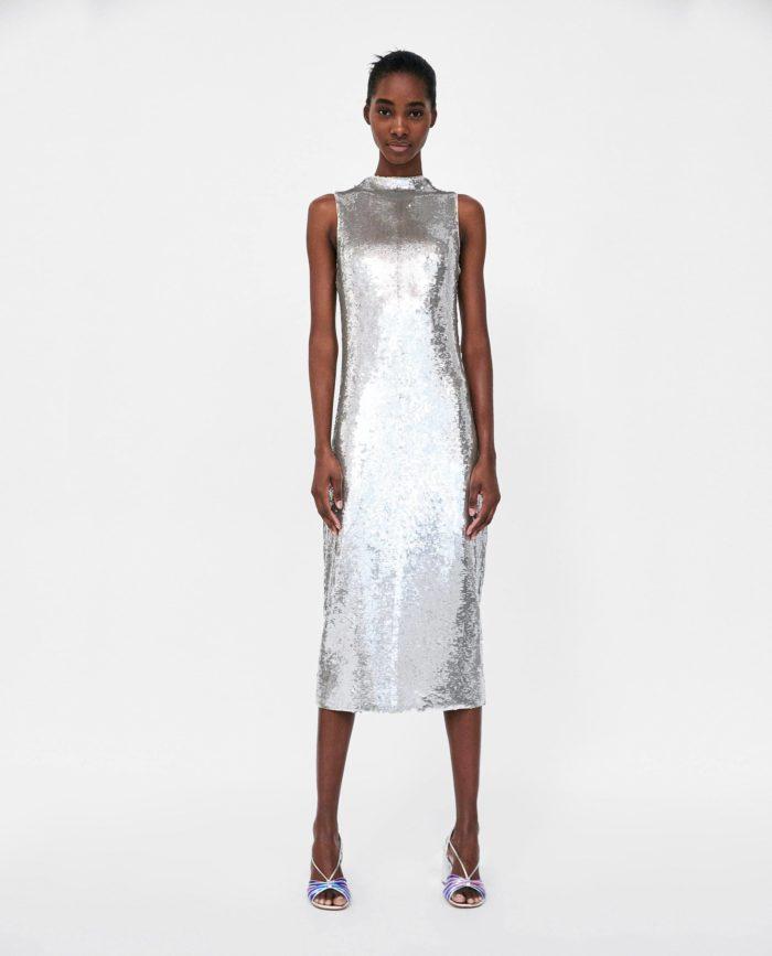 мода 2019-2020 года в женской одежде: серое платье
