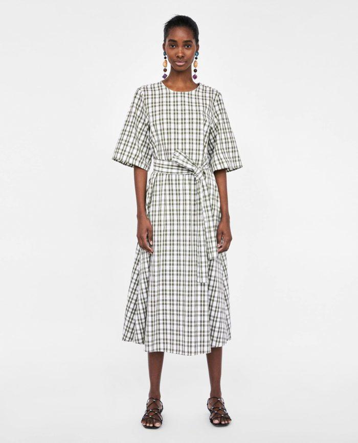 мода 2019-2020 года в женской одежде: клетчатое платье