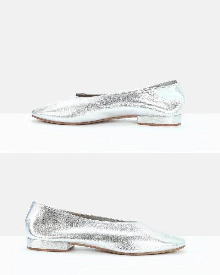 серебристые туфли на плоском каблуке