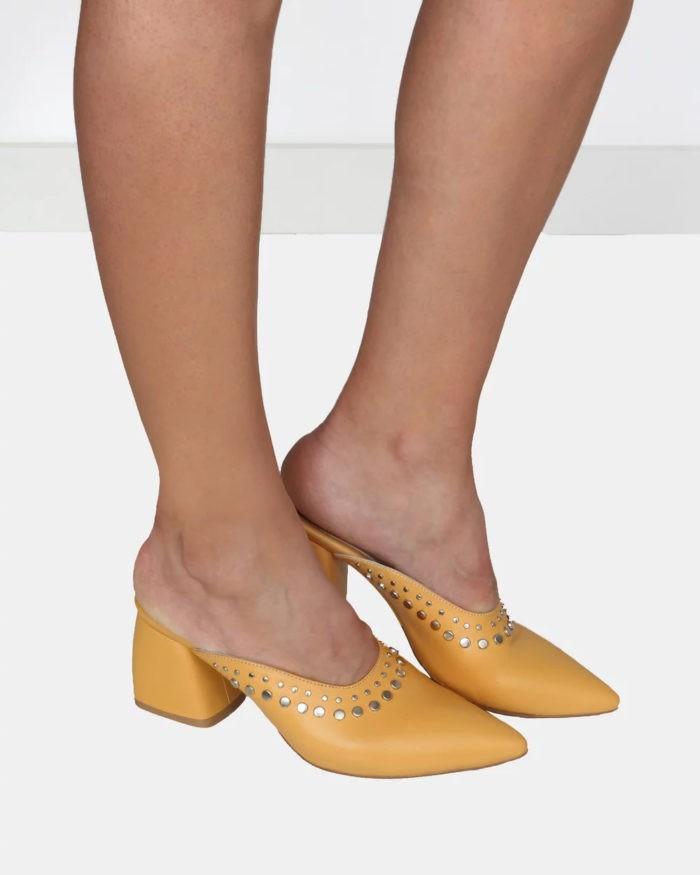 желтые туфли на толстом каблуке открытая пятка