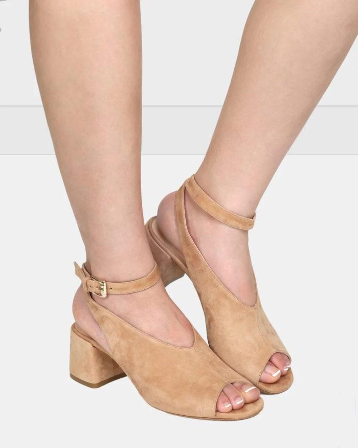 бежевые замшевые туфли на толстом каблуке